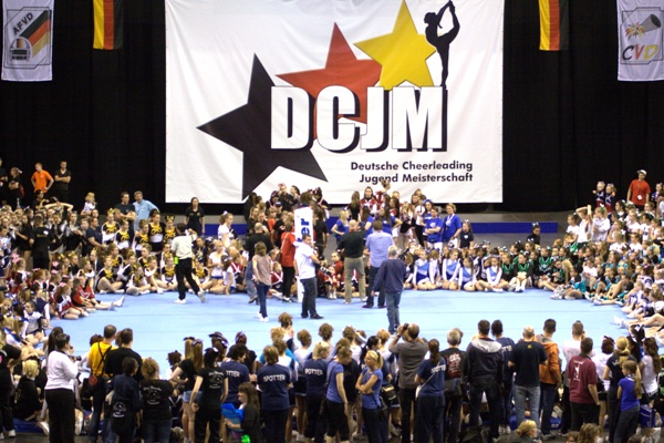 Favoritensiege bei den Deutschen Cheerleading Jugendmeisterschaften in Berlin